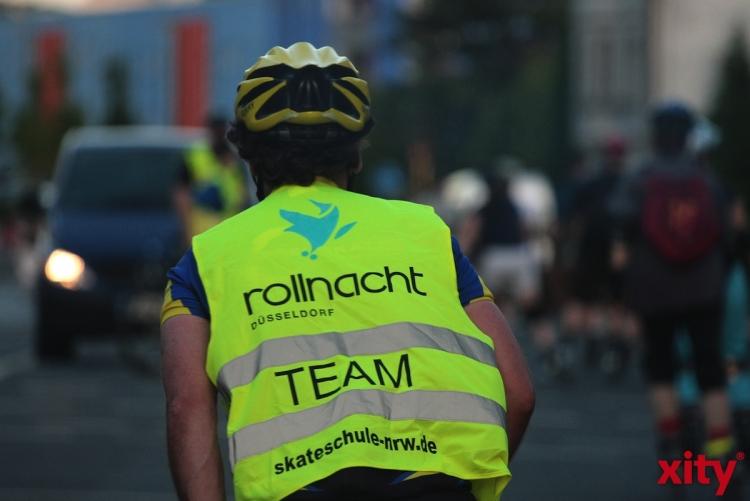 Sicherheit durch Sichtbarkeit - Düsseldorfer Rollnacht mit der Polizei (xity-Foto: D. Mundstock)