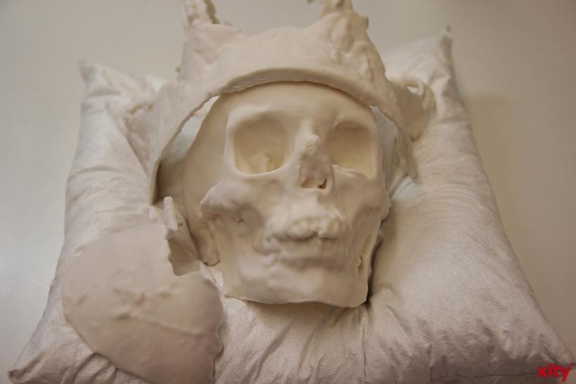 Dreidimensionale Drucke zeigen, in welchem Zustand sich der Kurhut bei der Exhumierung im September 2012 befand (xity-Foto: P. Basarir)