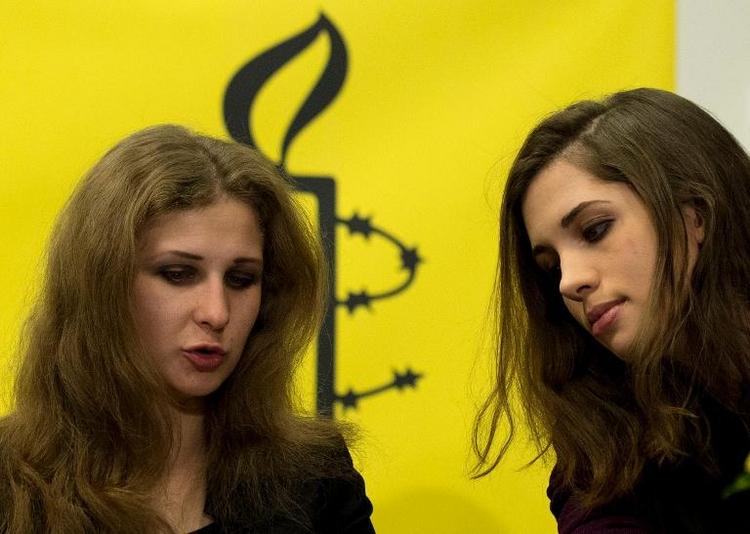 Zwei Pussy-Riot-Musikerinnen in Berlin (© 2014 AFP)