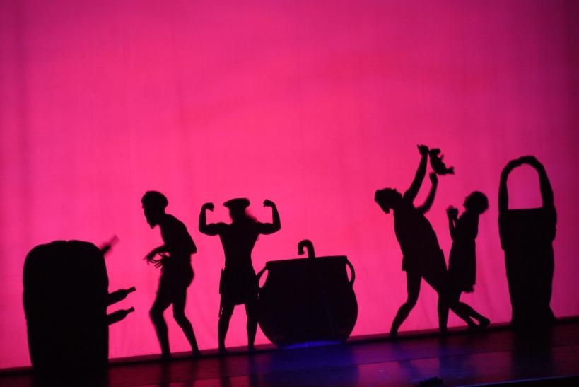 """2500 Zuschauer strömten am vergangenen Sonntagabend, 09. Februar 2014 in den Krefelder KönigPalast um in die faszinierende Welt von """"Shadowland"""" das PILOBOLUS Dance Theater einzutauchen (xity-Foto: E. Aslanidou)"""