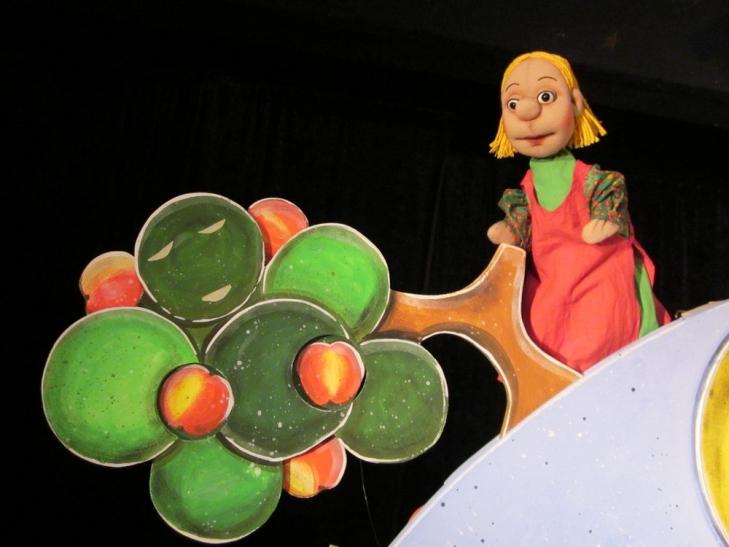 """""""Frau Holle"""" im Puppentheater Helmholtzstraße (Foto: Puppentheater Helmholtzstraße)"""