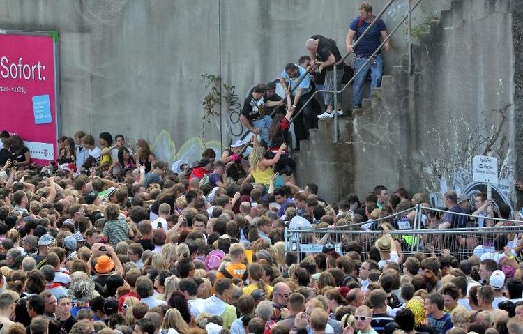Staatsanwalt erhebt Anklage wegen Loveparade-Unglücks (© 2014 AFP)