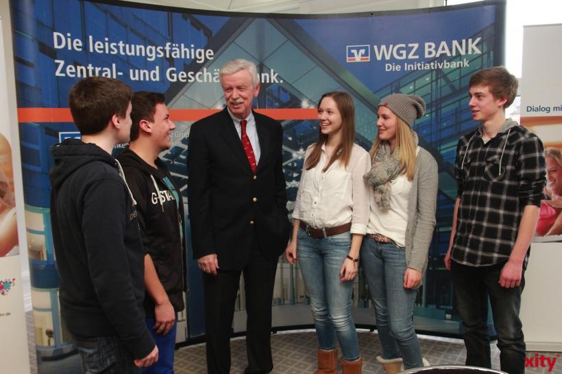 Hans-Bernd Wolberg, Vorstandsvorsitzender der WGZ Bank, stand im Dialog mit den Jugendlichen (xity-Foto: P. Basarir)
