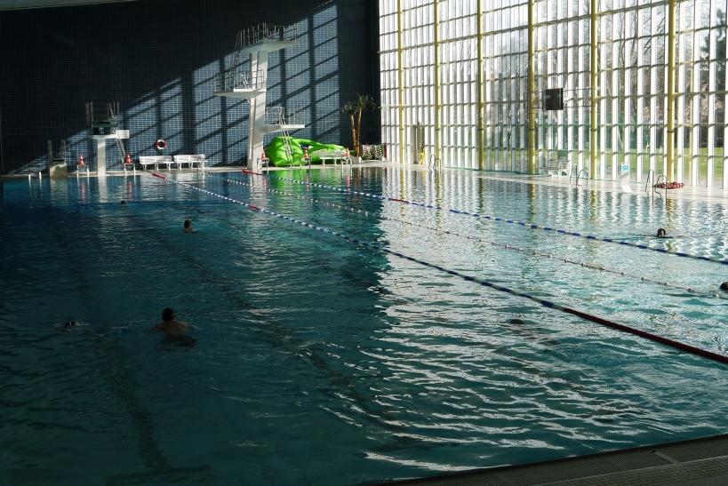 """Um das """"Familien-Schwimmen"""" am Wochenende zu fördern, wurden nun für einen vierstelligen Betrag Schwimmutensilien im Bockumer Badezentrum angeschafft (xity-Foto: E. Aslanidou)"""