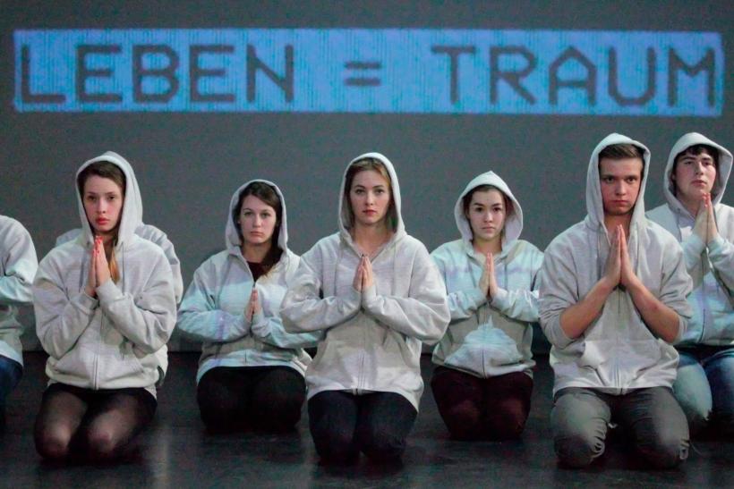 FEHLBESETZT: Jugendliche des KRESCHstadtjugendtheater zwei (Foto: Thomas Weinmann)