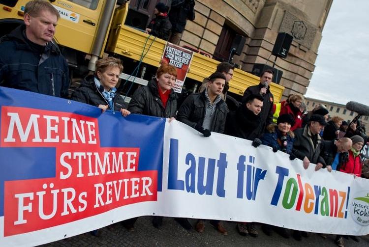 Tausende demonstrieren in Cottbus gegen NPD-Aufmarsch (© 2014 AFP)