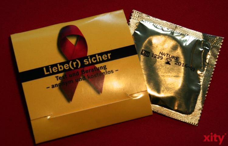 Harriet Fischer berät die Krefelder zum Thema HIV/AIDS und anderen sexuell übertragbaren Krankheiten. (xity-Foto: P. Basarir)