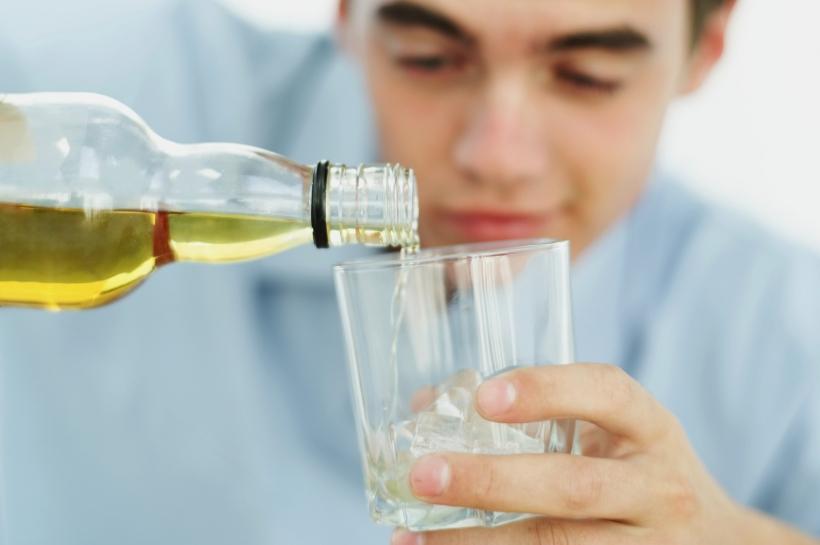 """Alkoholisierte Jugendliche sind an den Karnevalstagen keine Seltenheit. Das Jugendamt des Rhein-Kreises Neuss setzt auf Aufklärung und das Projekt """"ProJugend statt ProMille"""". (Foto:56569620_Stockbyte_Thinkstock 2 )"""