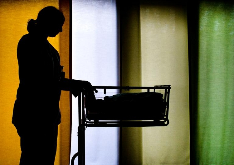 Bund sagt Hilfe für freiberufliche Hebammen zu (© 2014 AFP)