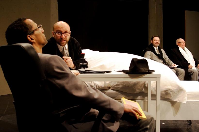 Inspiriert von der Neuordnung der Romanfragmente durch Christian Eschweiler hat Regisseur Franz Mestre eine gut zweistündige Bühnenversion geschaffen. (Foto: Thomas Weinmann)