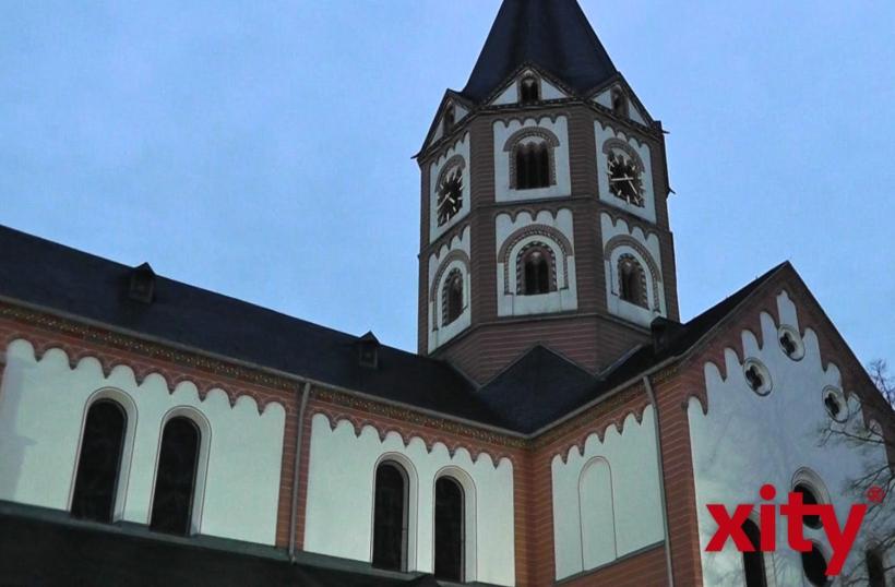 Hinweis auf Gerresheimer Basilika auf Autobahn (xity-Foto: D. Creutz)