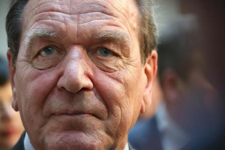 Gysi schlägt Schröder als Vermittler in Ukraine vor (© 2014 AFP)
