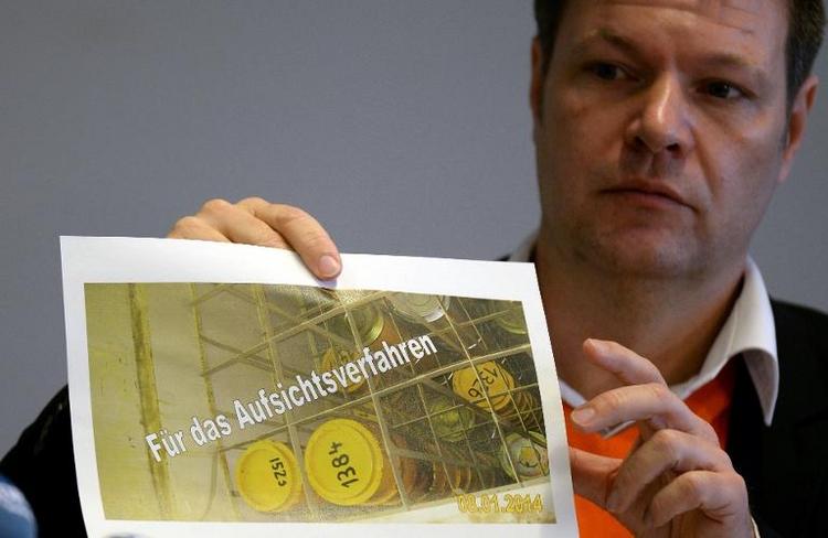 Weitere korrodierte Atommüllfässer in Akw Brunsbüttel (© 2014 AFP)