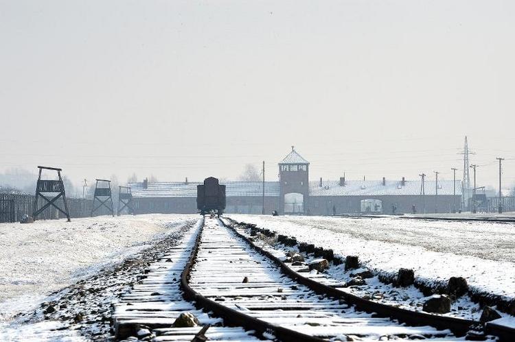Durchsuchungen bei mutmaßlichen Auschwitz-Wachmännern (© 2014 AFP)