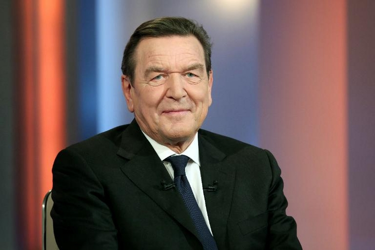 Schröder rät Merkel zu rechtzeitigem Abschied (© 2014 AFP)