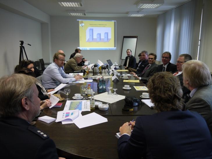 Im Krefelder Rathaus wurde jetzt in einer Pressekonferenz die Verkehrsunfallbilanz 2013 vorgestellt (xity-Foto: E. Aslanidou)