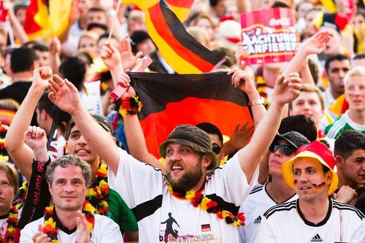 Bei WM soll nächtliches Public Viewing erlaubt sein (© 2014 AFP)