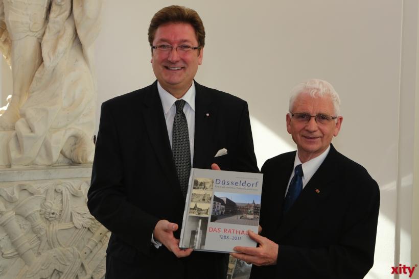 OB Dirk Elbers und Autor Edmund Spohr (v.l.)(xity-Foto: D. Creutz)