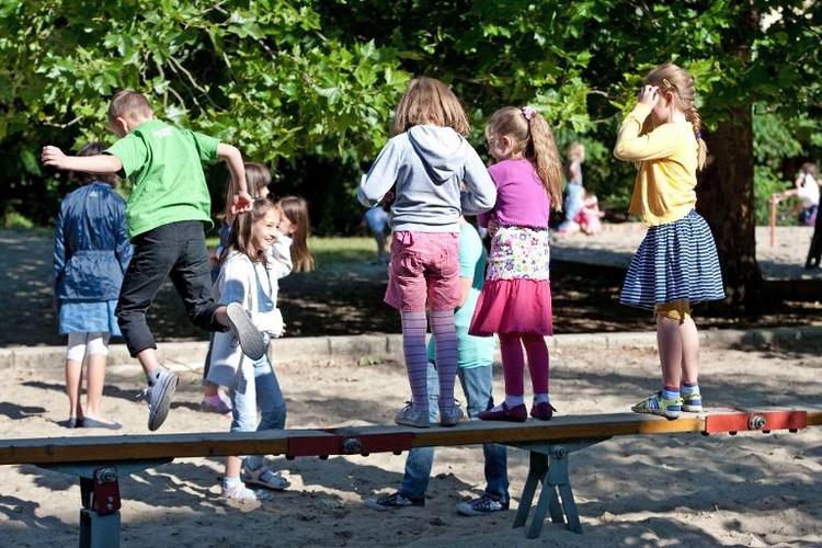 Urteil: Hänselei rechtfertigt keine Schulhof-Prügelei (© 2014 AFP)