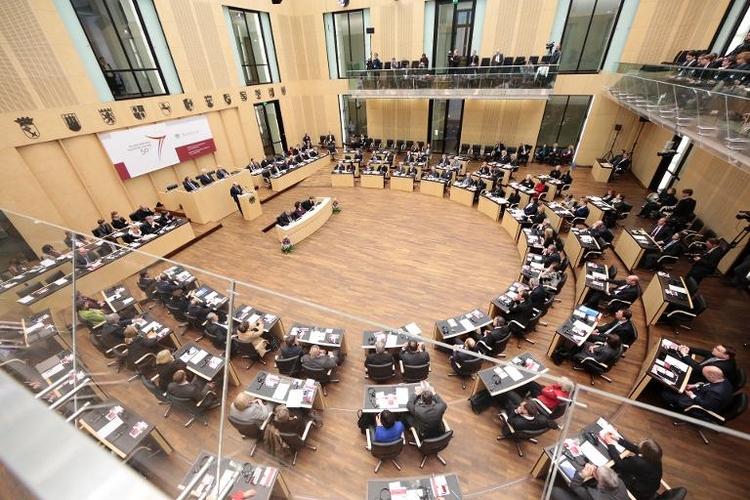 Mehrere Länder für Abschaffung der Optionspflicht (© 2014 AFP)