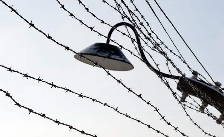 Mutmaßliches SS-Mitglied in Auschwitz darf aus U-Haft (© 2014 AFP)