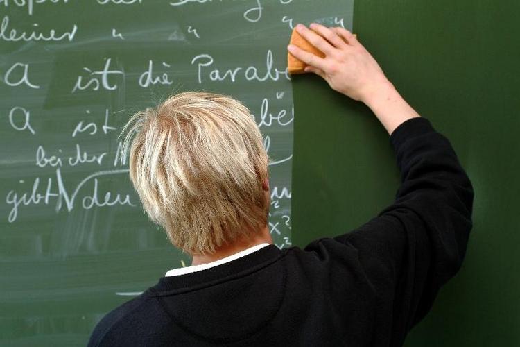 Streikrecht für beamtete Lehrer wird überprüft (© 2014 AFP)