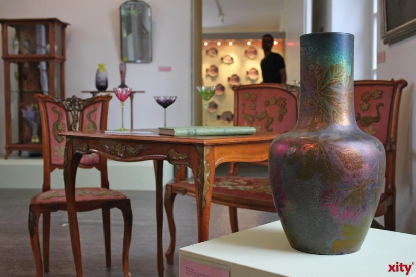 Neben Arbeiten des Keramikkünstlers Doat sind weitere Kunstwerke aus der Zeit ausgestellt (xity-Foto. P. Bornhöft)