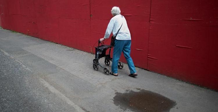 """Müntefering nennt Rente mit 63 """"bizarre Regelung"""" (© 2014 AFP)"""