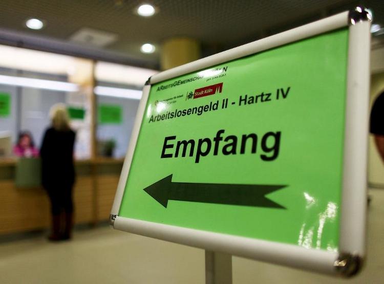 Zahl der Hartz-IV-Empfänger geht im Osten stärker zurück (© 2014 AFP)