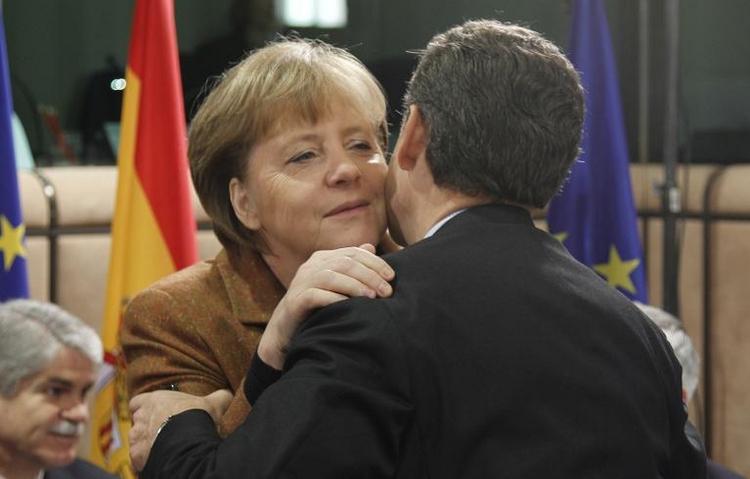 Frankreichs Ex-Präsident Sarkozy trifft Merkel in Berlin (© 2014 AFP)