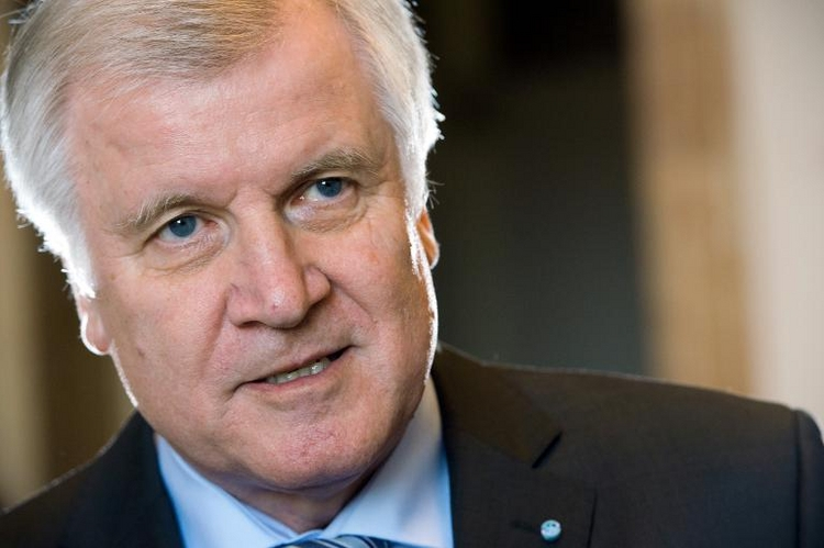 Seehofer stellt Bedingungen für Rente mit 63 (© 2014 AFP)
