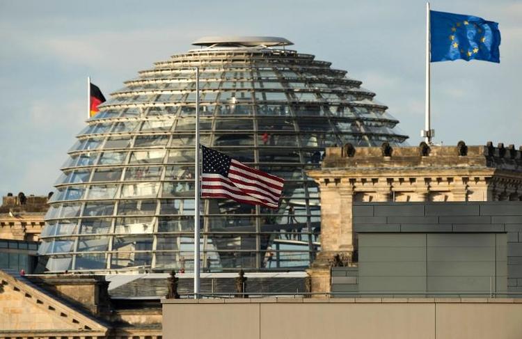Bundestag will Geheimdienste stärker kontrollieren (© 2014 AFP)
