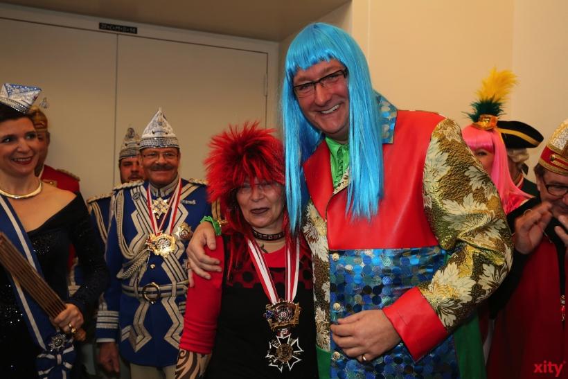 (v.l.)Landtagspräsidentin Carina Gödecke und Oberbürgermeister Dirk Elbers in ungewohntem Gewand (xity-Foto: D. Creutz)