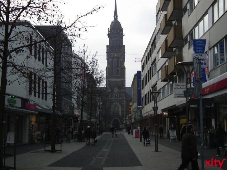"""Nach dem Diebstahl der Metallskulpturen vom """"Schwanenbrunnen"""" in der Krefelder Innenstadt, werden die Skulpturen mit Hilfe der Sparkasse Krefeld jetzt ersetzt. (xity-Foto: E. Aslanidou)"""