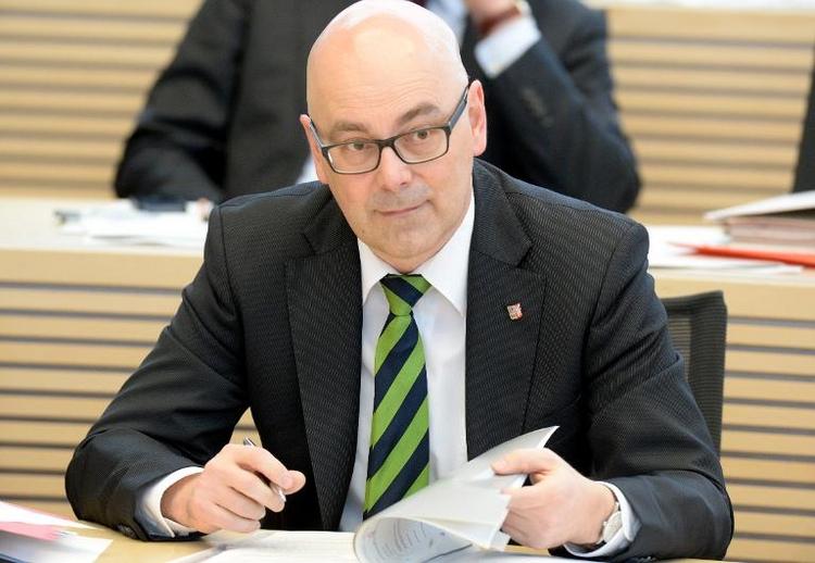 Albig hält an Bundesratsinitiative zum Doppelpass fest (© 2014 AFP)