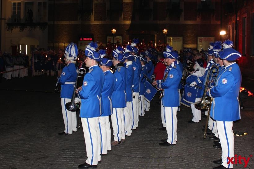 Friedliche und schöne Feier am Rathaus (xity-Foto: H. Müller)