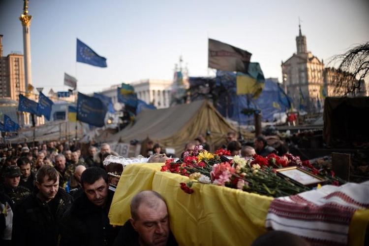 Bundeswehr fliegt offenbar 40 verletzte Ukrainer aus (© 2014 AFP)