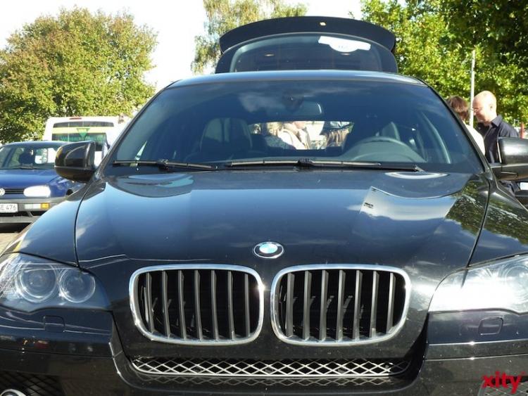 Schwarzen BMW X5 aus Carport gestohlen (xity-Foto: P.I.)