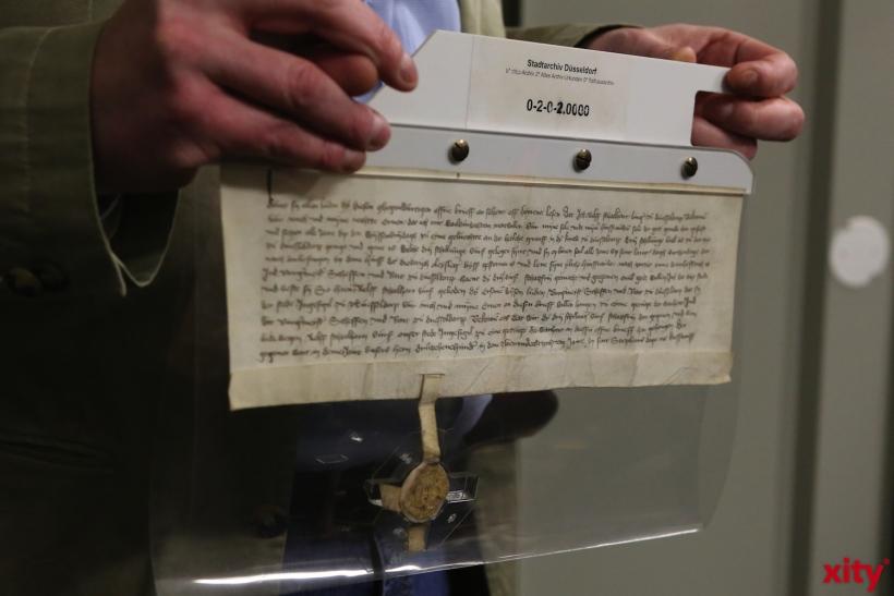 Die älteste Urkunde im Stadtarchiv (xity-Foto: D. Creutz)