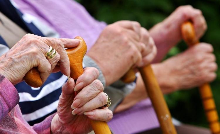 CDU-Flügel streiten über die Rente mit 63  (© 2014 AFP)