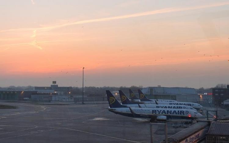 Flughafen Bremen stellt vorübergehend seinen Betrieb ein (© 2014 AFP)