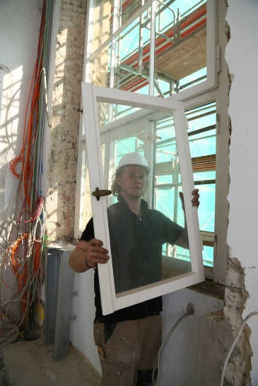 Von den 53 Fenstern sind einige bereits instandgesetzt worden, die restlichen werden es noch. (Foto: Stadt Krefeld)