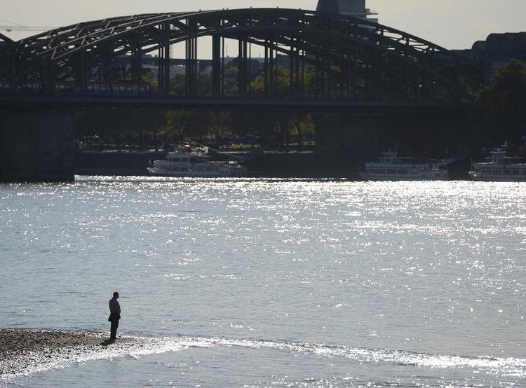 Mädchen ertrinkt im Rhein - Retter im Fluss verschwunden (© 2014 AFP)