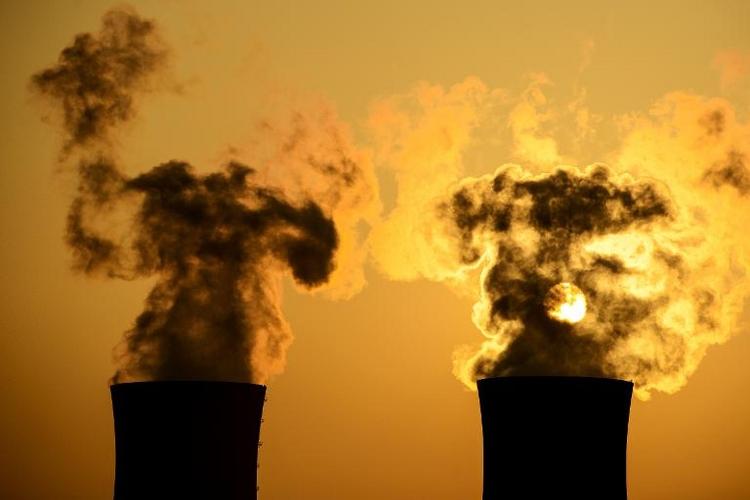 Ramsauer: Womöglich laufen Atommeiler länger (© 2014 AFP)