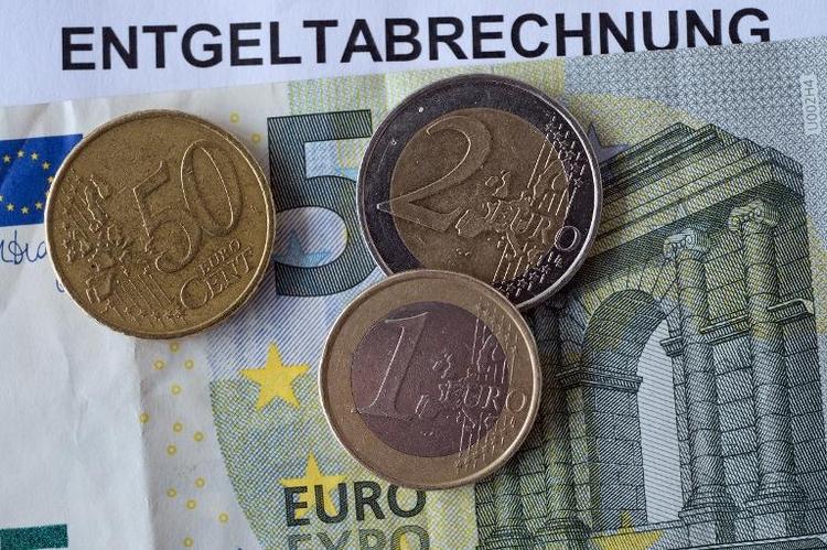Nahles will Jugendliche vom Mindestlohn ausnehmen  (© 2014 AFP)