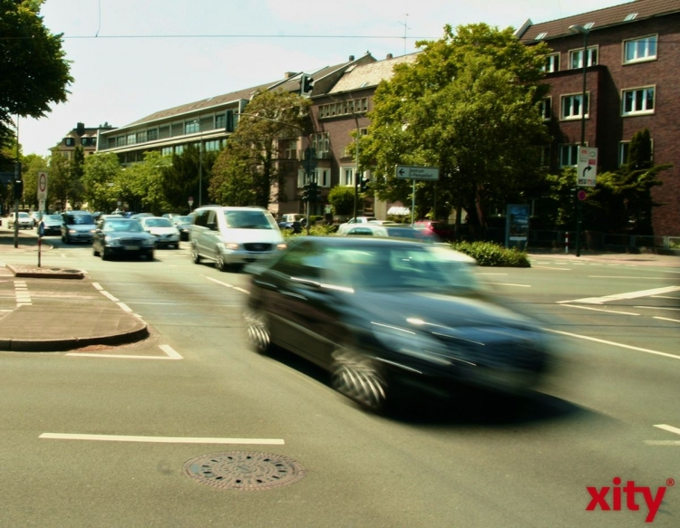 Benrather Straße wegen Straßenbauarbeiten teilweise gesperrt (xity-Foto: M. Völker)