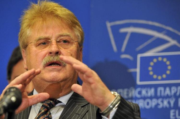 Brok fordert schmerzhafte Sanktionen gegen Russland (© 2014 AFP)
