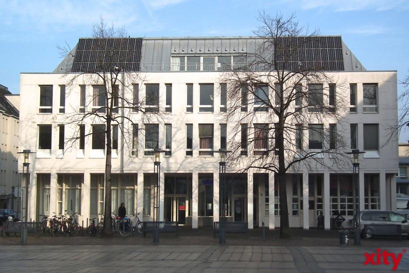 Über die Zukunft der Architektur in Krefeld spricht Klaus Reymann, Vorsitzender der Krefelder Baudenkmal-Stiftung,  in der Volkshochschule Krefeld. (xity-Foto: E. Aslanidou)