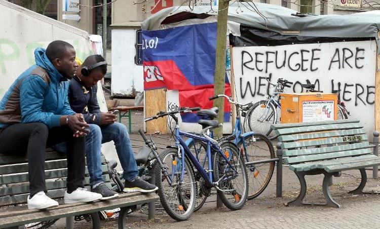 Flüchtlingscamp auf Berliner Oranienplatz wird abgebaut (© 2014 AFP)