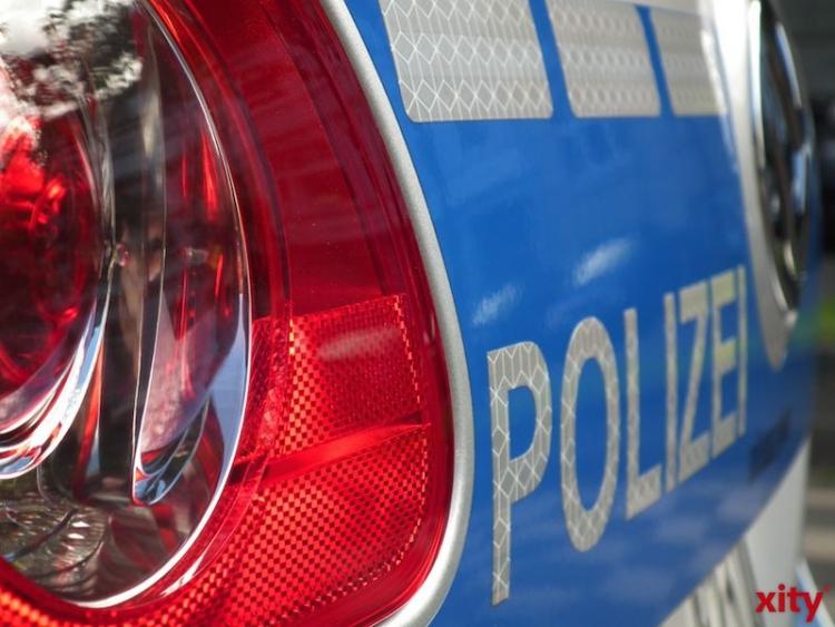 Zivilwagen der Polizei beschädigt (xity-Foto: M.Völker)